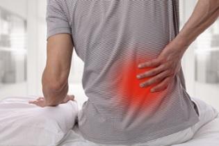 Rückenschmerzen durch das Schlafen