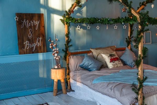 Blaues Schlafizmmer in Winter Deko (Weihnachten)