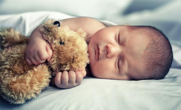 Milben im Bett bekämpfen Stofftier Baby