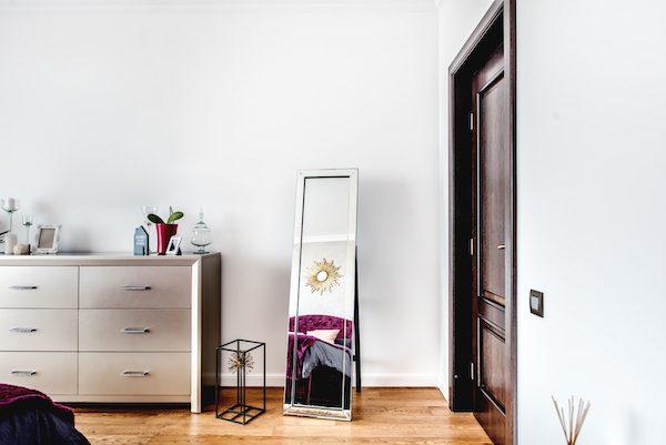 Schlafzimmer Spiegel stehend