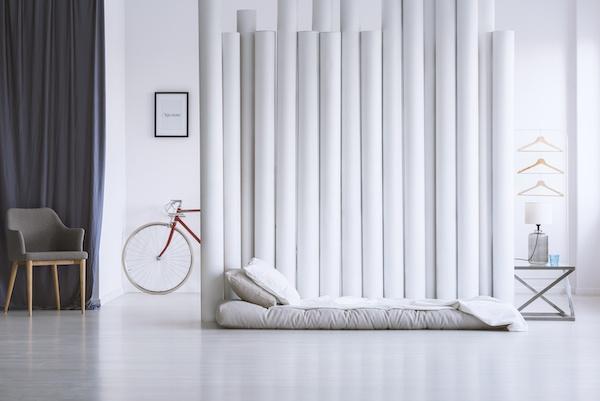Schlafzimmer weiß einfach gehalten